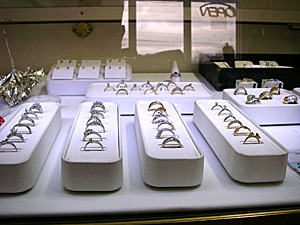 diamond rings display