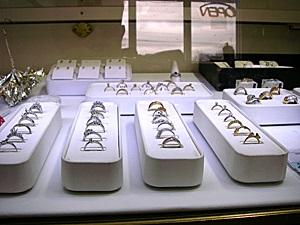 diamond rings display